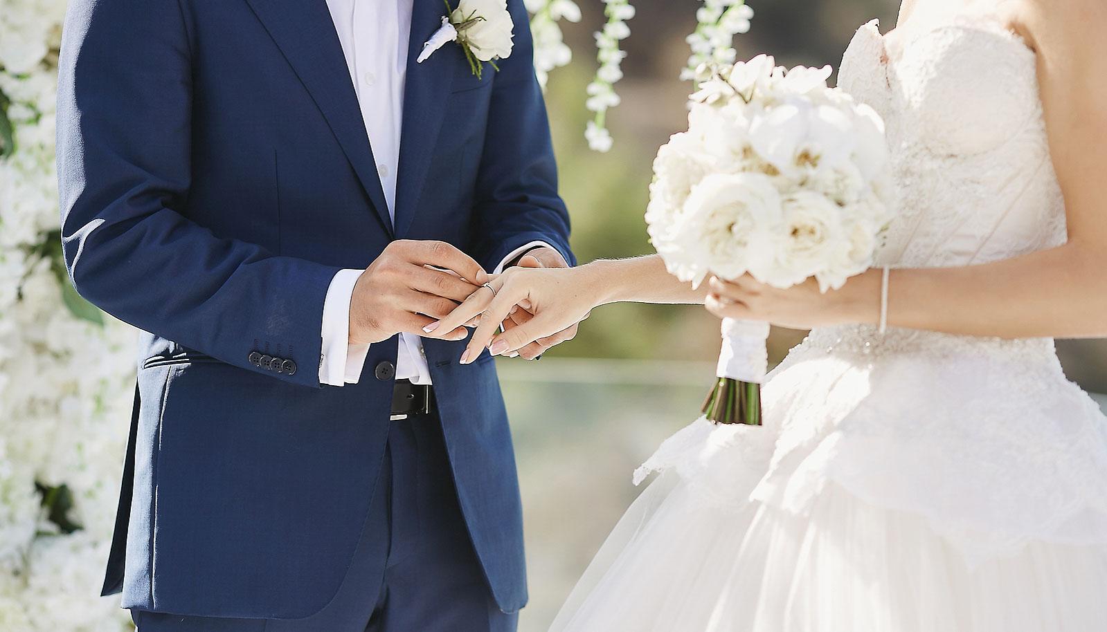 Brautpaar-Ringübergabe-Hochzeit-PatrickSchorerFotografie